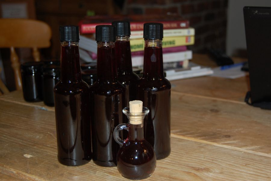 How to make Blackcurrant and Bay Vinegar - recipe method